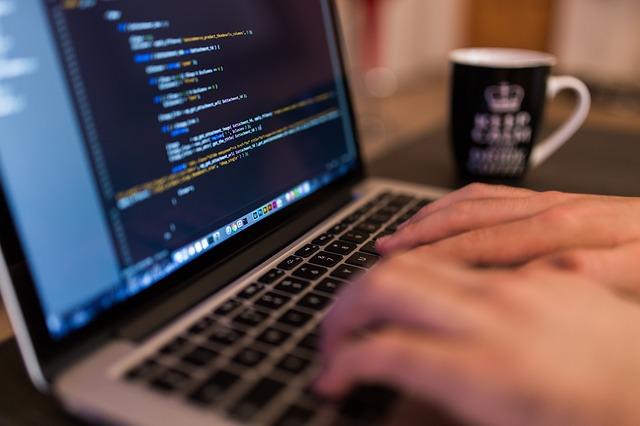 Wady i zalety pracy w Internecie